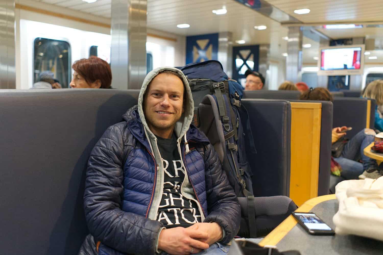 Arne mit Backpack unterwegs auf Reisen