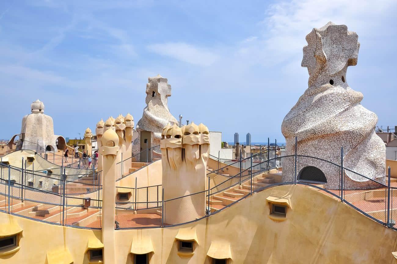 Barcelona Sehenswürdigkeiten – Skulpturen auf dem Dach des Casa Mila
