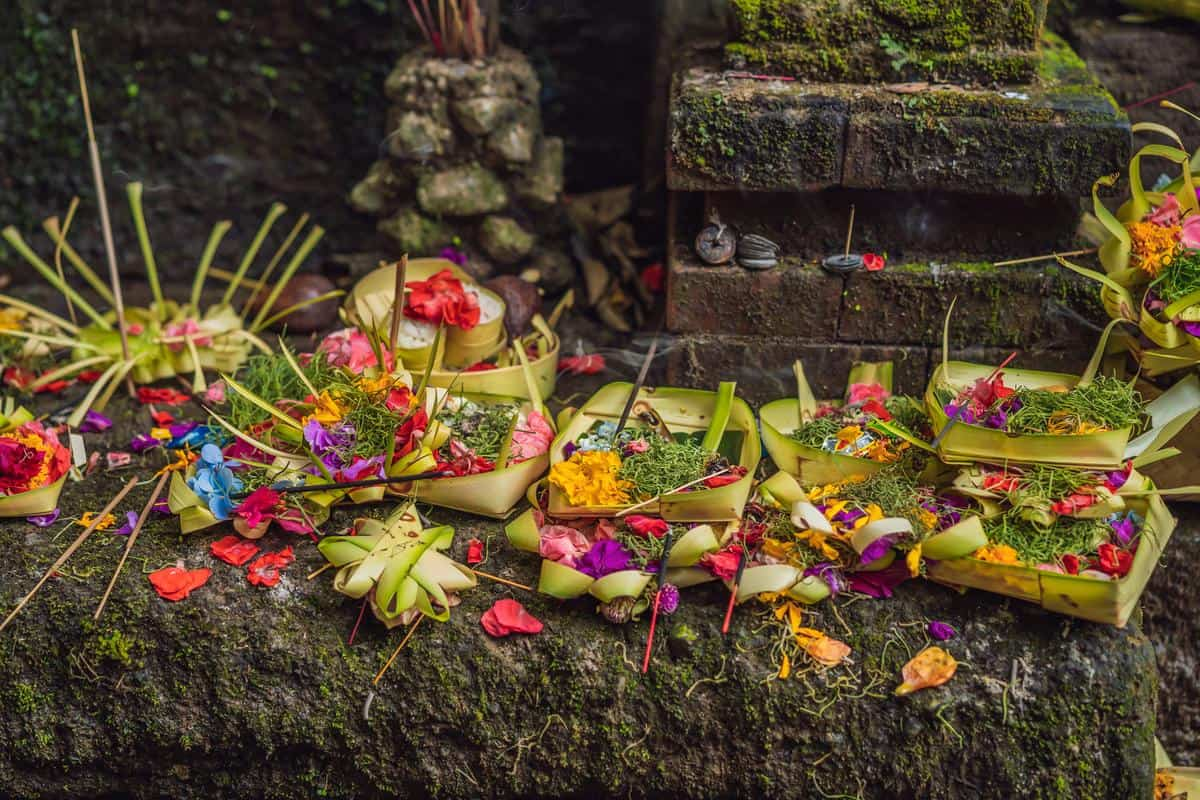 Indonesien Erdbeben – Canang Sari Opfergaben auf Bali