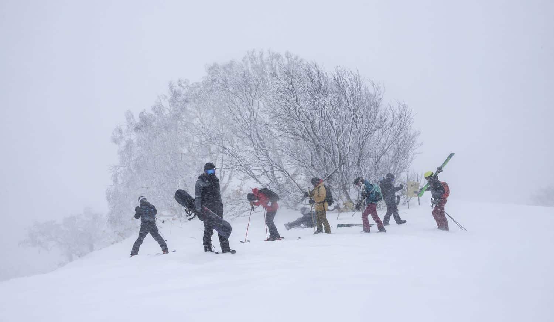 Japan Reiseführer – Ski- und Snowboardfahrer in Sapporo, Hokkaido, Japan