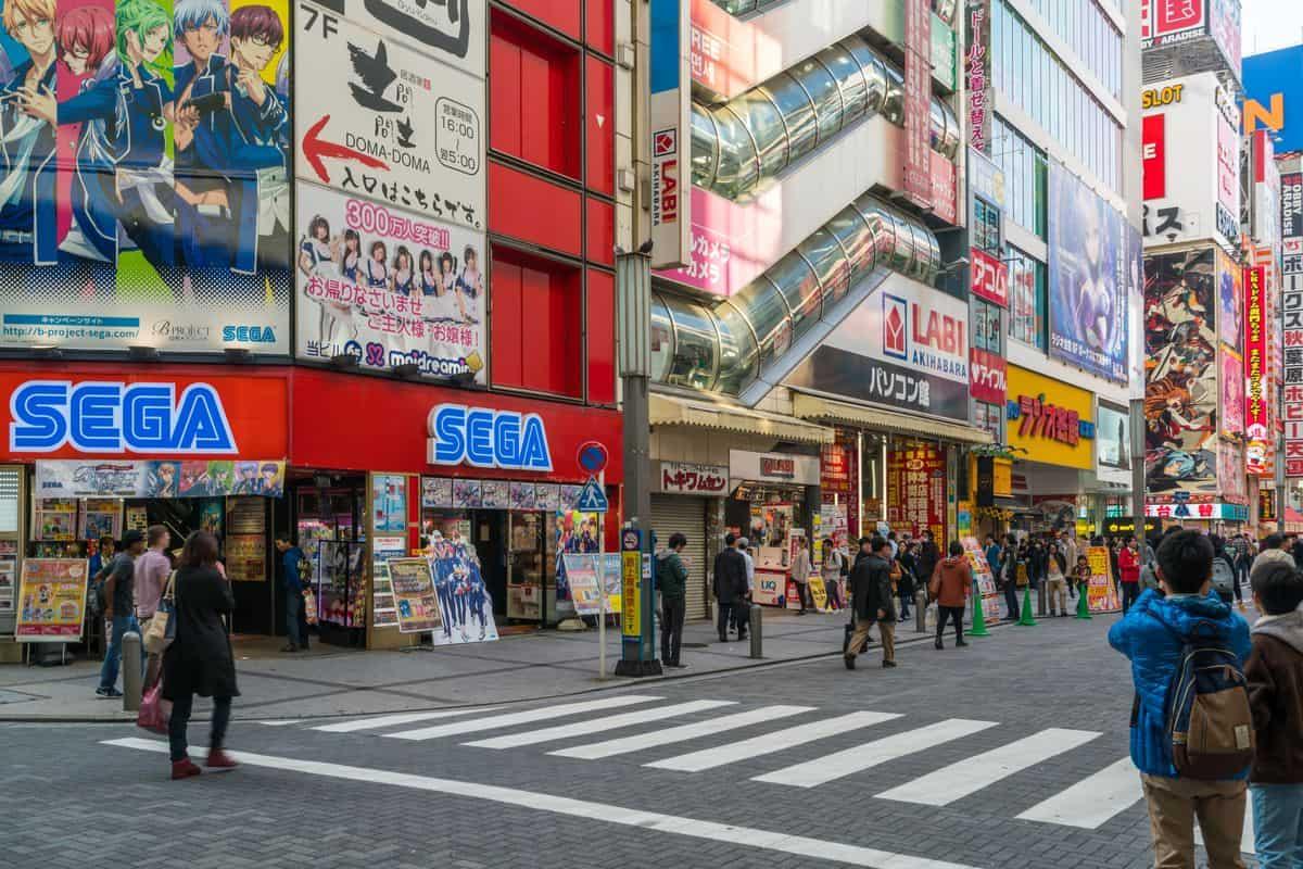 Japan-Reise – Einkaufsstraße in Akihabara mit Blick auf das SEGA-Videospiele-Kaufhaus