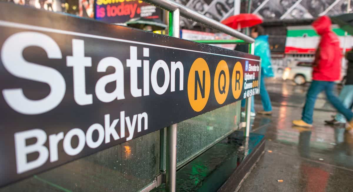 New York City – Ein-/Ausgang zur Subway-Haltestelle Brooklyn Station