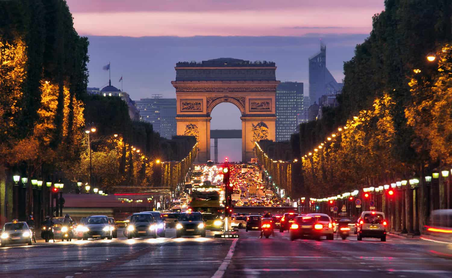 Paris Ratgeber volles Paris am Champs-Elysees
