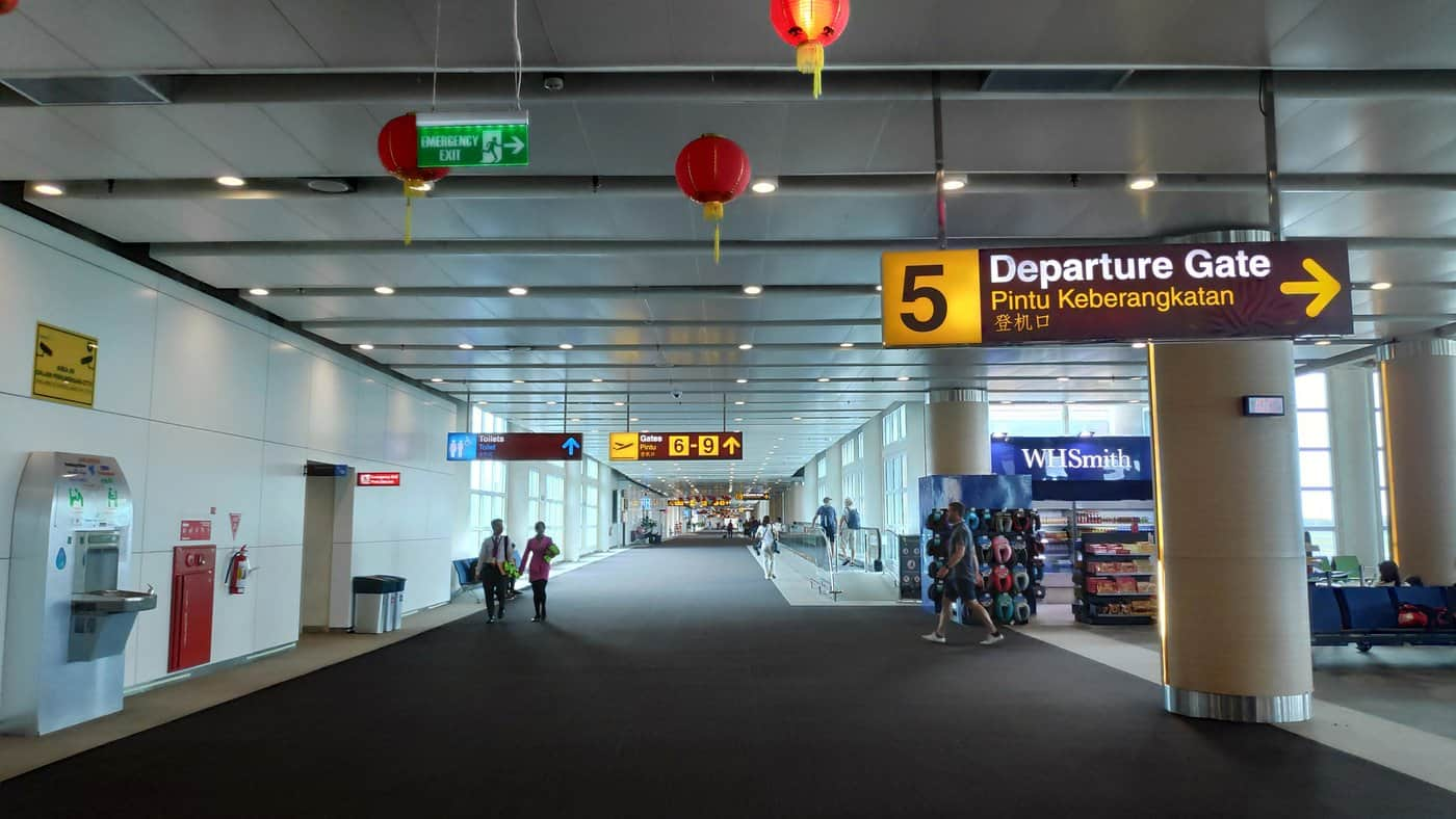 Corona-Rückholaktion nach Deutschland – Departure Gate am balinesischen Flughafen Ngurah Rai