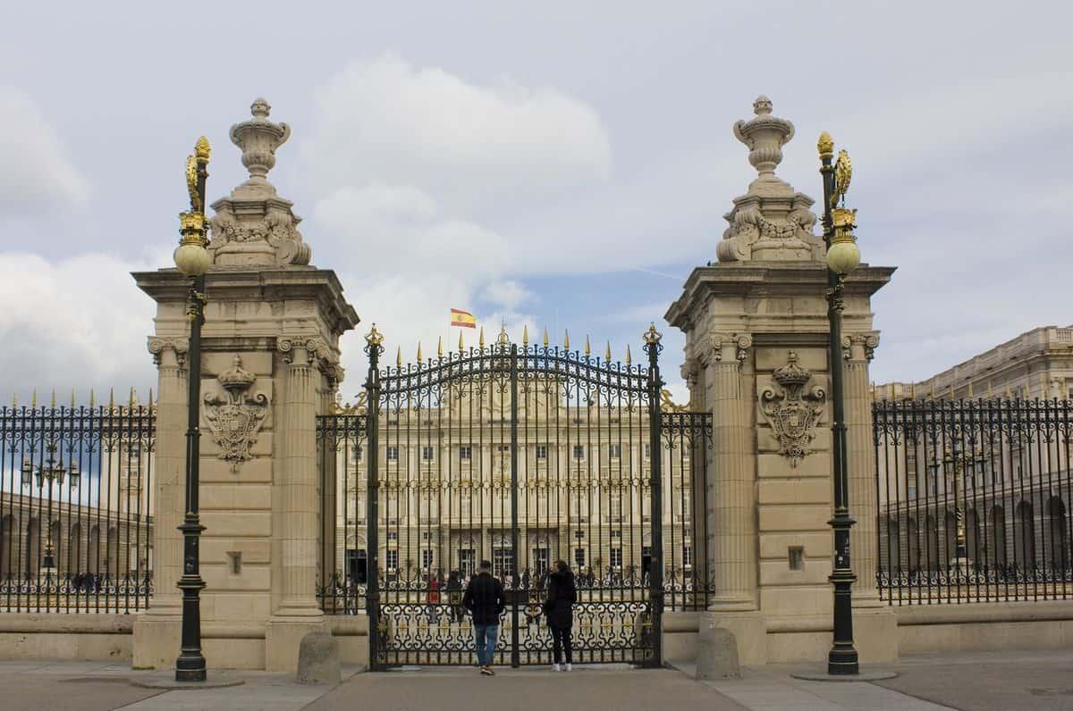 Madrid-Sehenswürdigkeiten – Eingangstor zum Königspalast