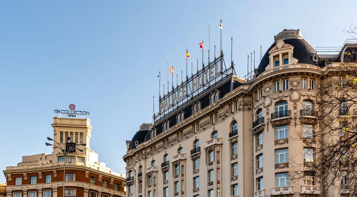 Madrid-Reise – Palace Hotel Madrid, Schriftzug auf Dach