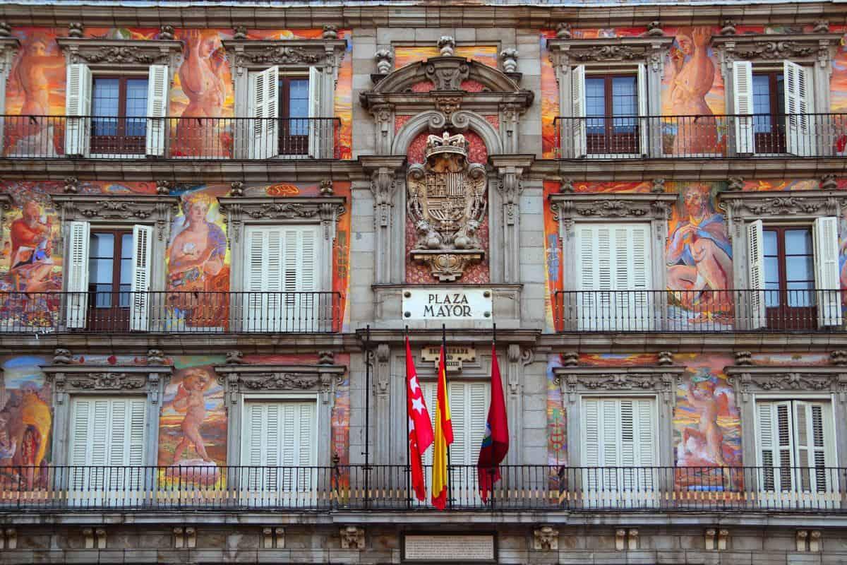 Madrid-Sehenswürdigkeiten – Hausfassade an der Plaza Mayor