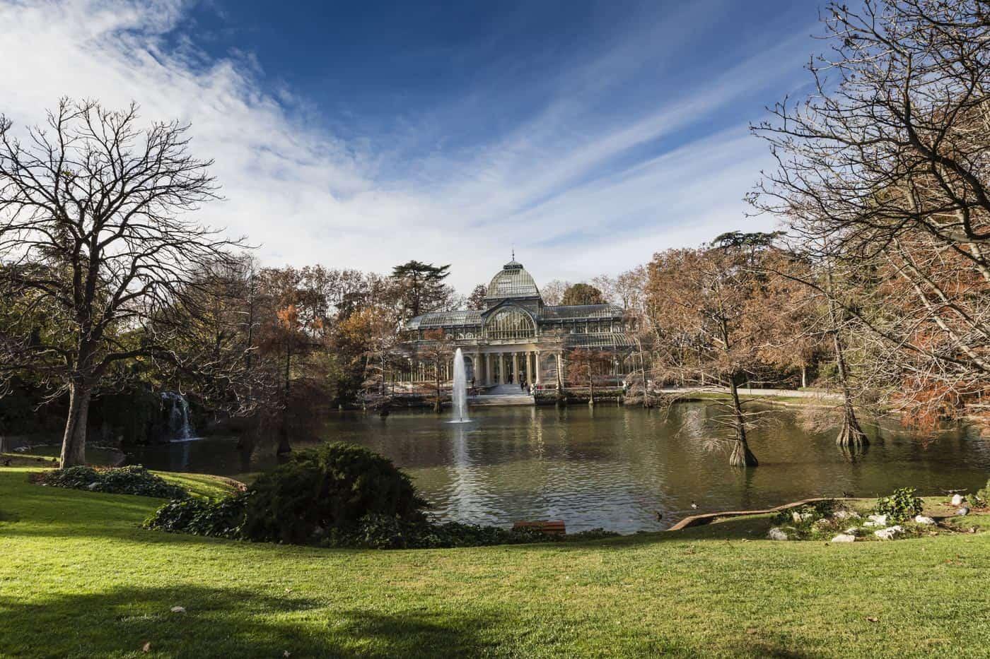 Madrid-Sehenswürdigkeiten – Retiro-Park mit Blick auf den Palacio de Cristal