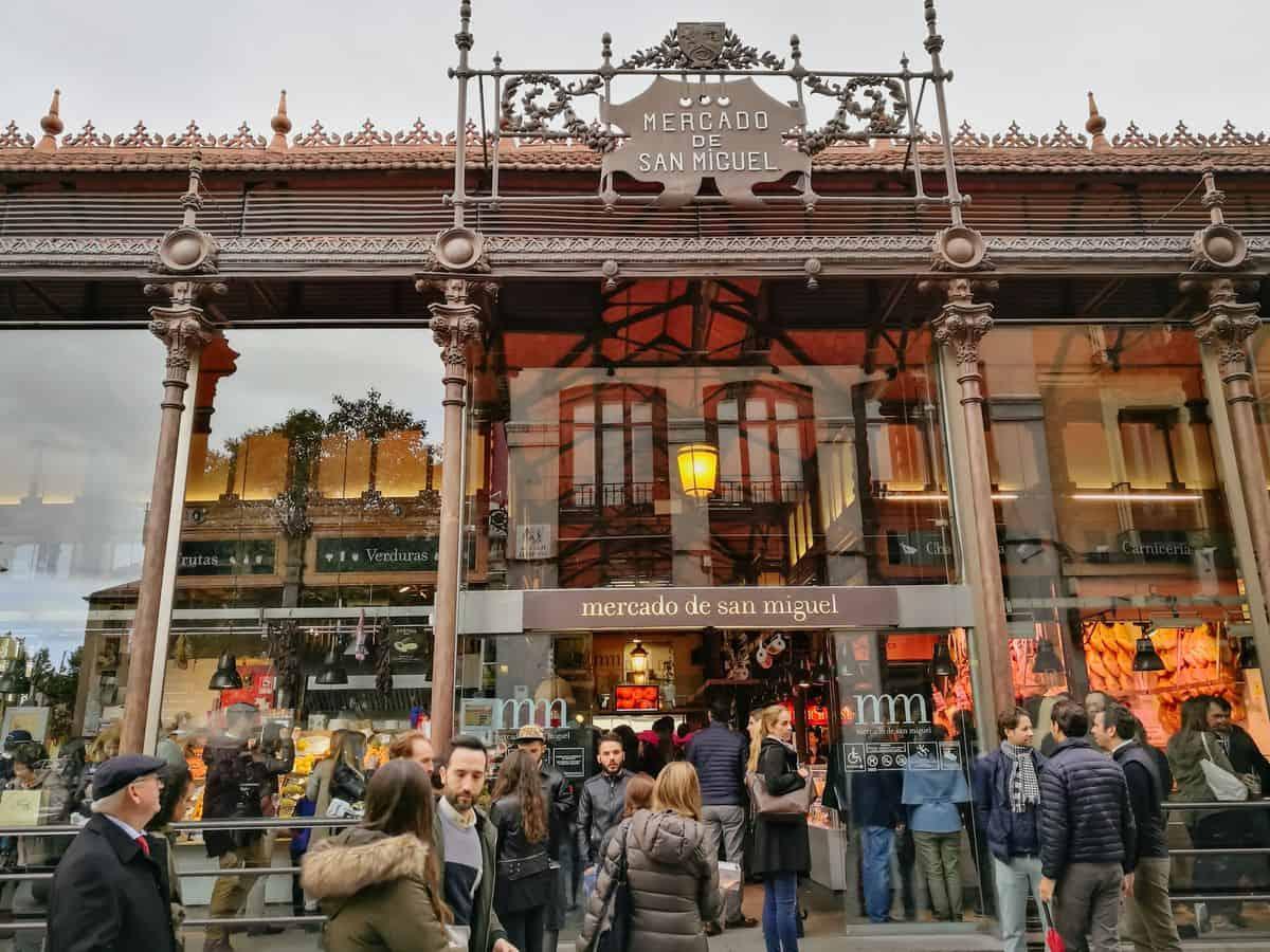 Madrid-Sehenswürdigkeiten – Eingang zur San Miguel Markthalle