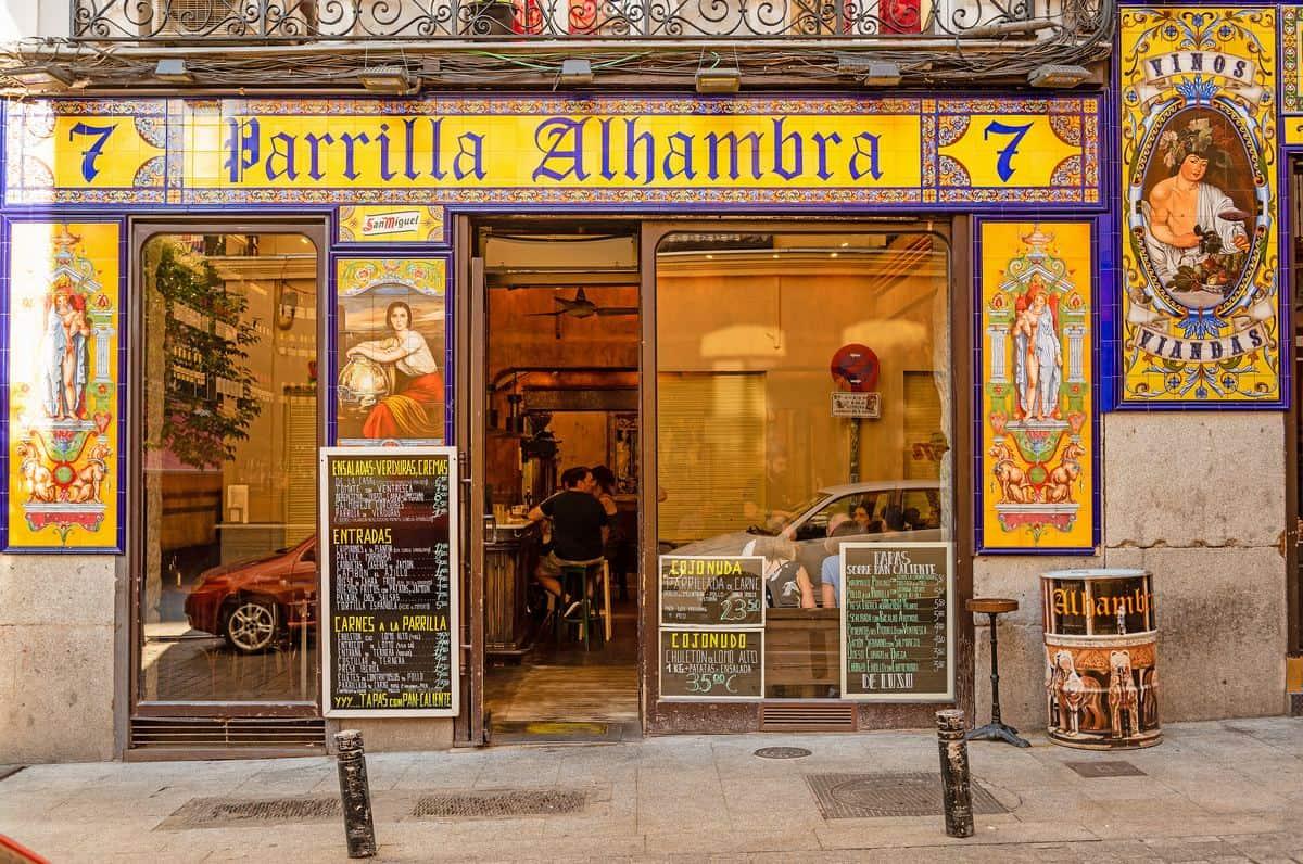 Madrid-Reise – Spanische Taverne von außen