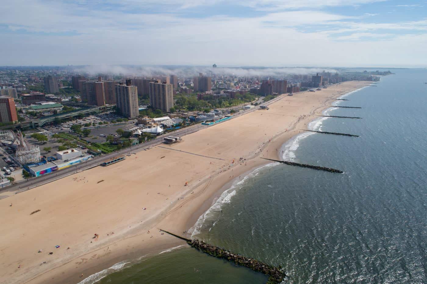 New York City - Strand von Coney Island aus der Vogelperspektive