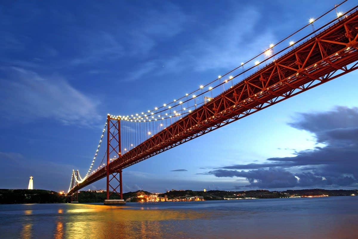 Portugal Reise-Tipps – Alte Salazar-Brücke des 25. Aprils in Lissabon