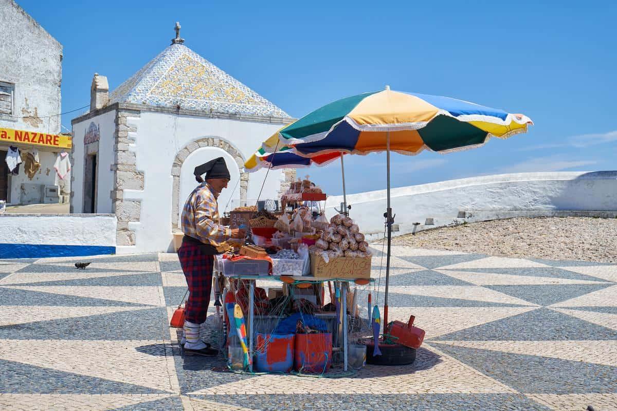 Portugal Reise-Tipps – Strassenverkäufer in Nazaré