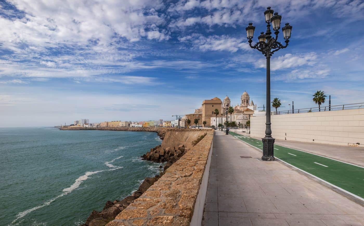 Spanien-Reise-Tipps – Strandpromenade von Cádiz