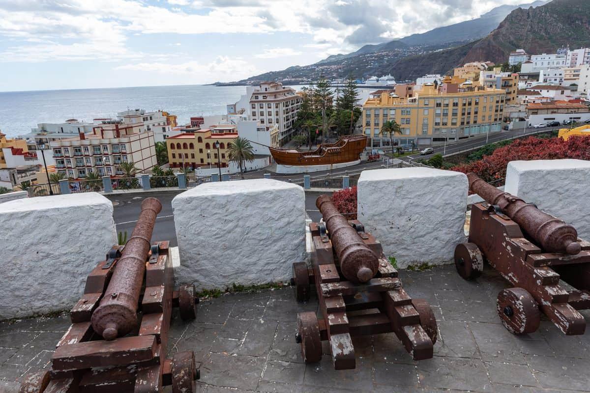Spanien-Reise-Tipps – Blick auf Santa Cruz, die Hauptstadt von La Palma, vom Castillo de la Virgen