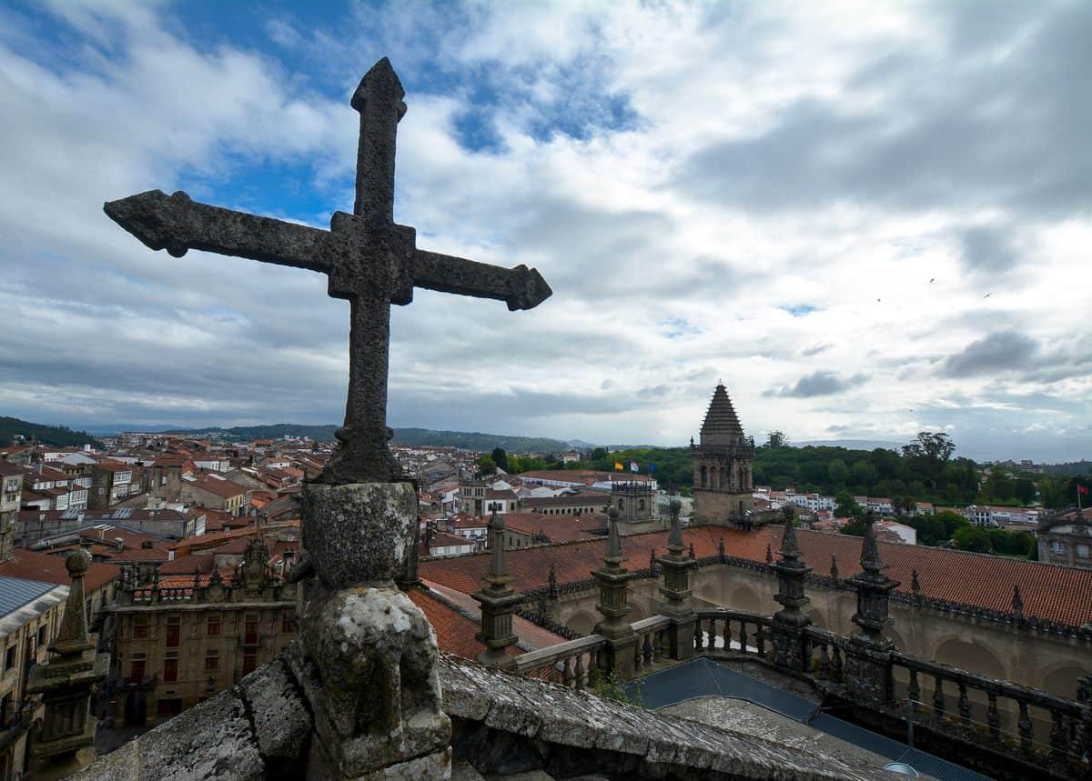 Spanien-Reise-Tipps – Ausblick von einem Kirchendach in Santiago de Compostela