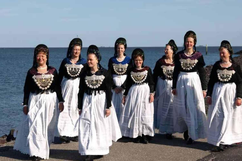 Kurzurlaub Nordsee Menschen Mit Friesischer-kleidun