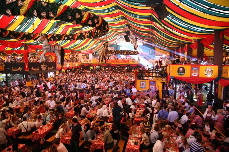 Ferien in Deutschland Muenchen Oktoberfest