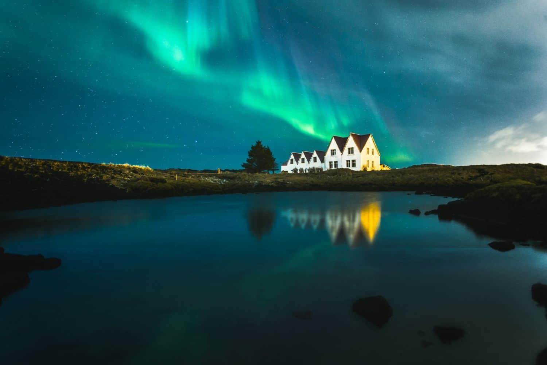 Rentieren und Polarlichtern in Finnland